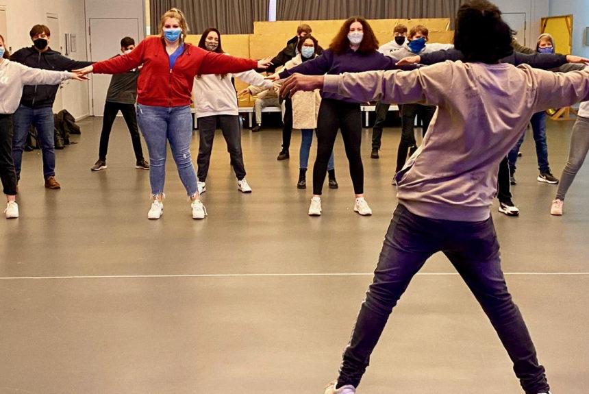 Klimawandel und Tanztheater – Besuch aus Indien an der Erich Kästner Schule